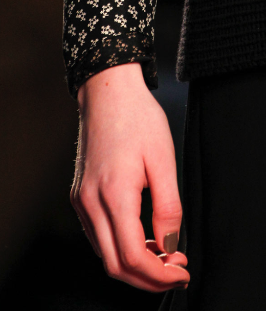 Gray nails at the Thakoon f/w '14 collection (photo by: Kim Weston Arnold for style.com)